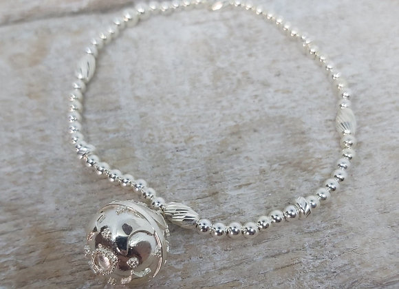 Benny&Moo faceted seed and round beaded bracelet with melody ball c