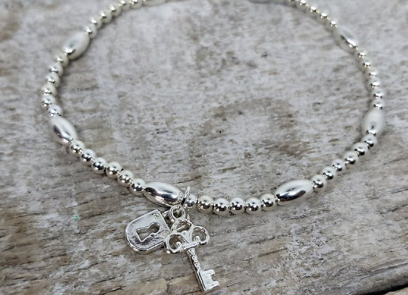 Benny&Moo Seed and bead bracelet with lock and key charm