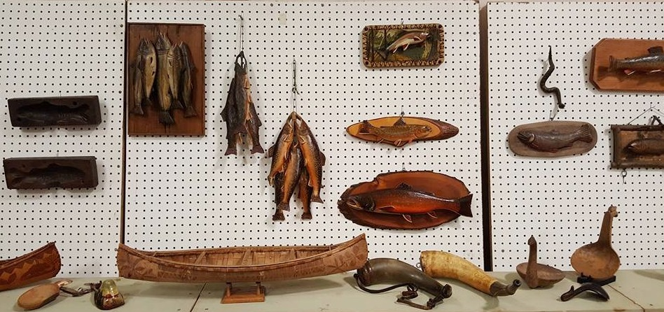 FISHING COLLECTIBLES DISPLAY