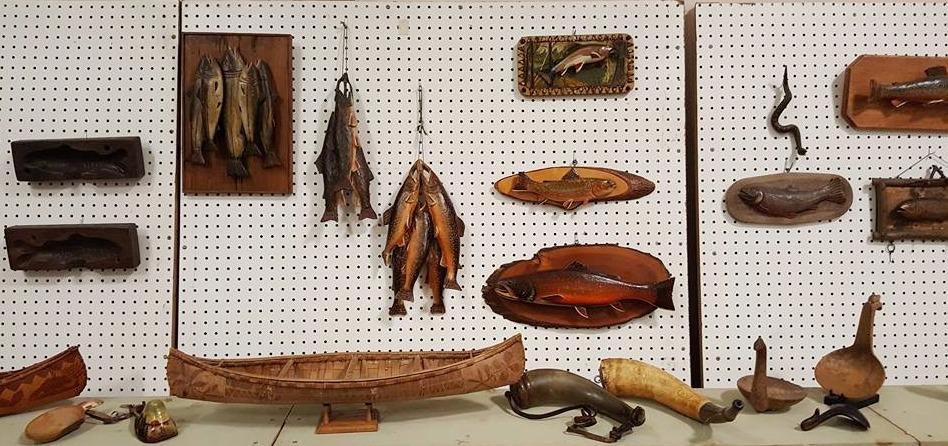FISHING COLLECTIBLES DISPLAY