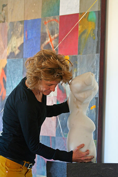 Sora Kimberain stone sculptor artist at work