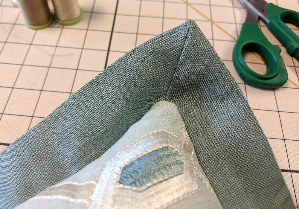 Mitered corner flange on a pillow