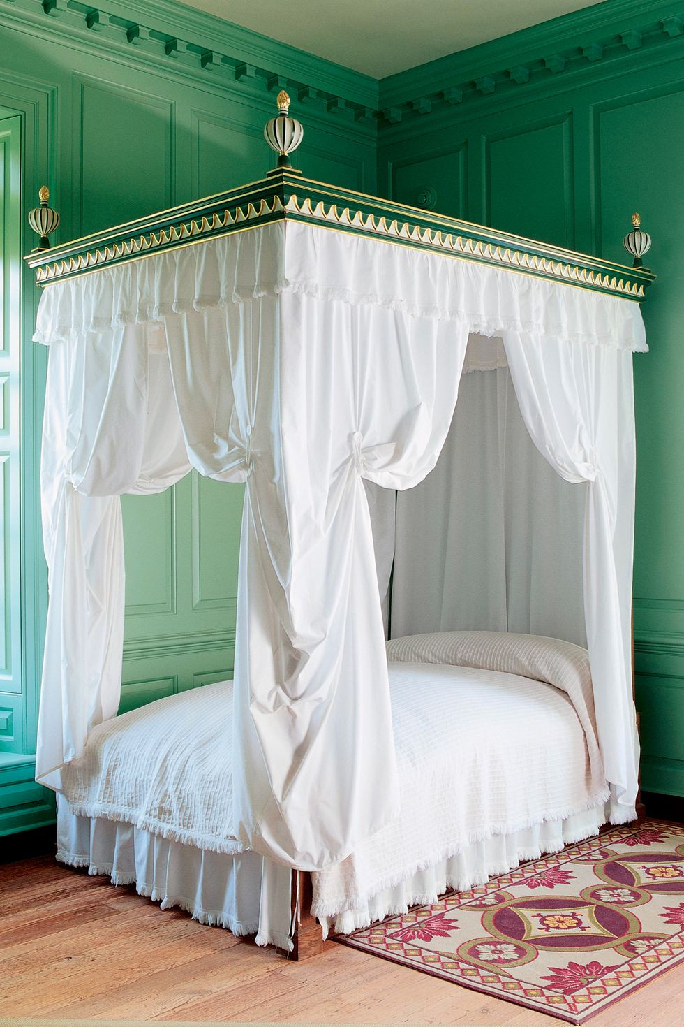Bed with curtains at Colonial Williamsburg, Virginia