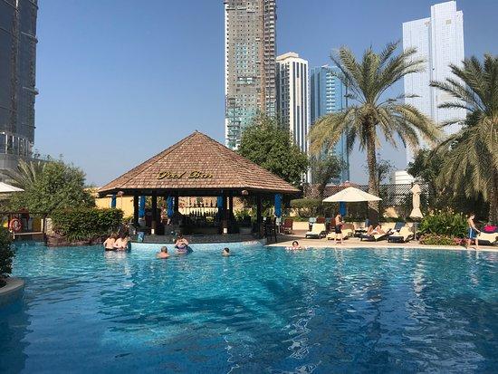 pool-bar in heraton Abu Dhabi Hotel & Resort