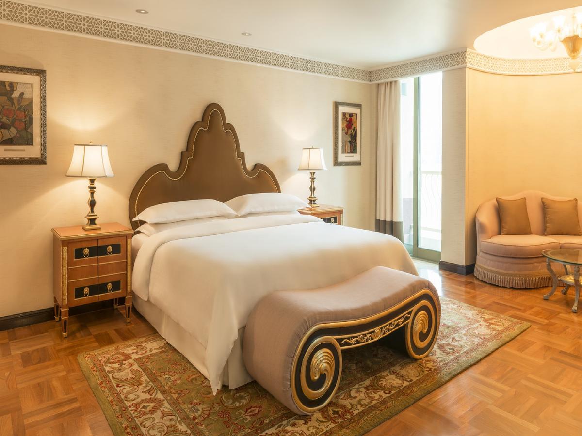 bedroom in sheraton Abu Dhabi Hotel & Re