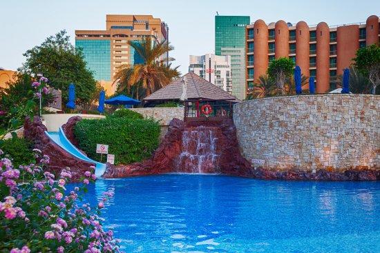 family-pool-with in sheraton Abu Dhabi H