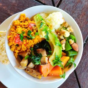 Salade met scrambled tofu