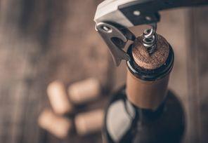 開酒好麻煩 教你用海馬型開瓶器開酒
