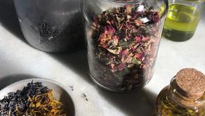 Óleo terapêutico: como fazer infusão a frio com ervas