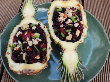 Receita: arroz negro, abacaxi e castanhas