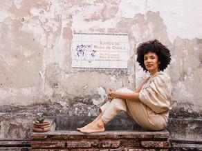 A mulher negra, a cosmética natural e a auto-estima: entrevista com Mona Soares