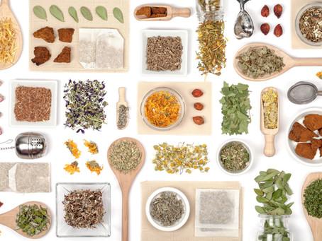 Chá no cabelo: limpeza, força e brilho