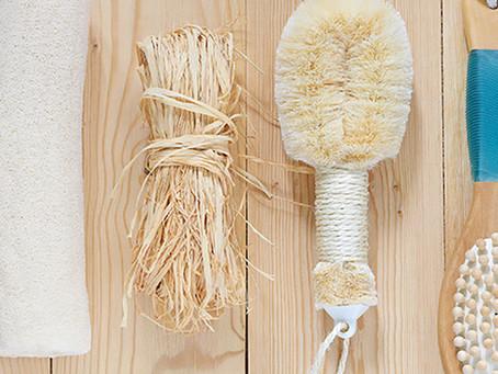 Escovação corporal a seco para um corpo livre de toxinas