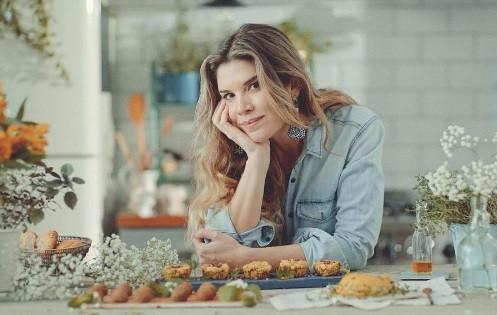 """Alana, em agravação de seu """"Diário de uma Vegana"""", no GNT (Foto: reprodução)"""