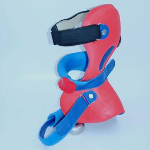 Kopf-Hals-Orthese 2 SQ.png