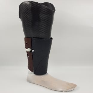 Unterschenkel prothese mit UNIQ Kosmetik