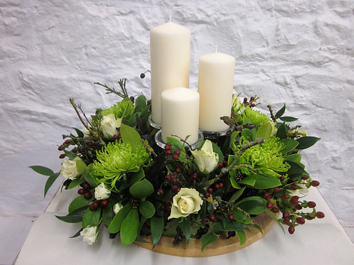 Table decoration with candles.