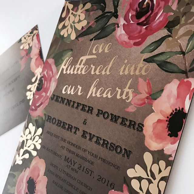 Custom pocket fold invitations with gold foil print! #beautiful #rustic #weddingstationery #weddingi