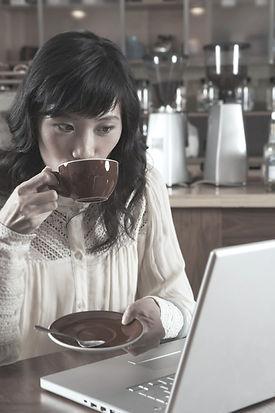 Femme café Sipping