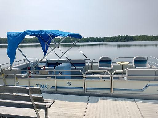 25' Pontoon Boat