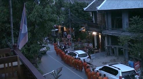 offrandes moines luang prabang - conseils voyage thailande