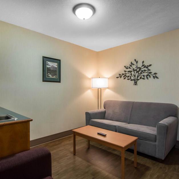 Guest Rooms-Queen