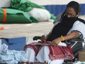 Mamata Banerjee paints a picture sitting on a dharna
