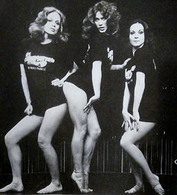 Marilyn Chambers and cast members of Le Bellybutton, 1976