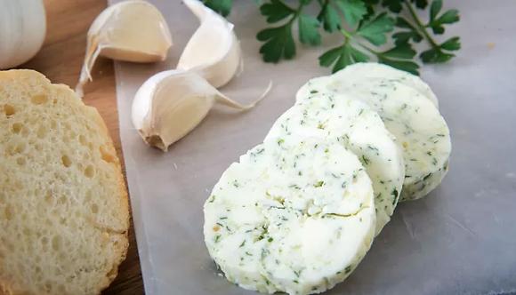 Burro all'aglio e prezzemolo