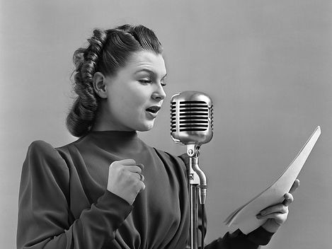 vintage_1940s_woman_speaking-542242946 (