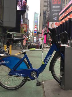 趴趴坐腳踏車兒童坐椅在紐約