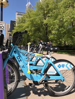 趴趴坐腳踏車兒童坐椅在芝加哥 bike share Divvy