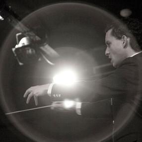 Robert Ferrer conducting