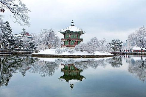 gyeongbok-palace-1214975_1920 (1).jpg
