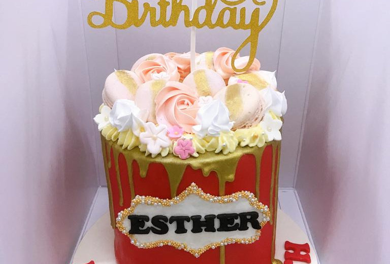 FONDANT CAKE WITH ROSETTE PIPING
