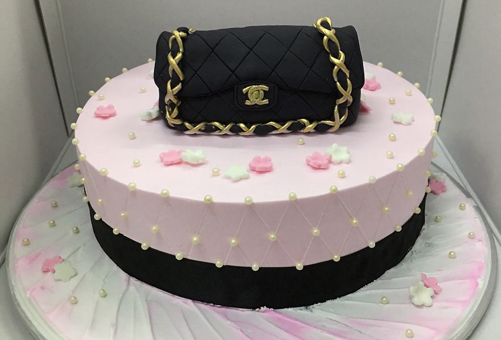 fondant chanel bag with fresh cream cake