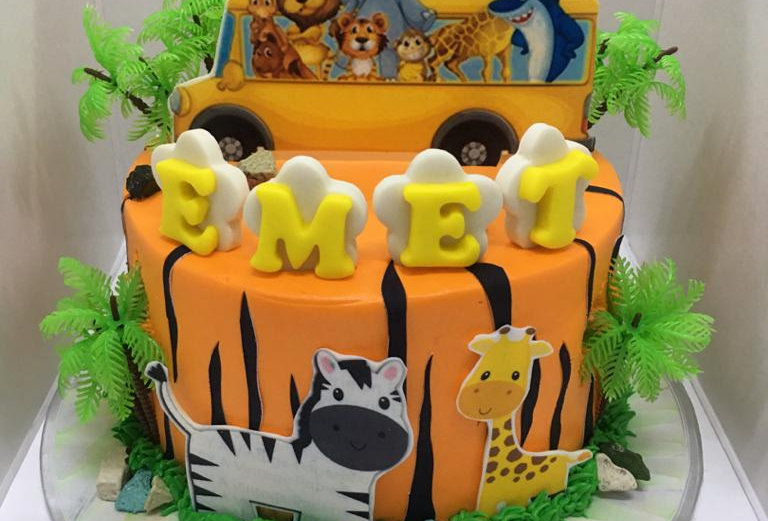 ANIMAL BUS CAKE