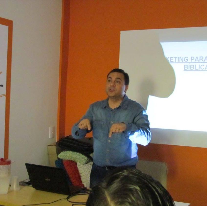 Pastor Cesar Ministrando
