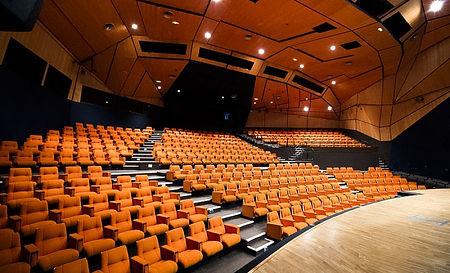 superbe-auditorium-amphitheatre-de-360-p