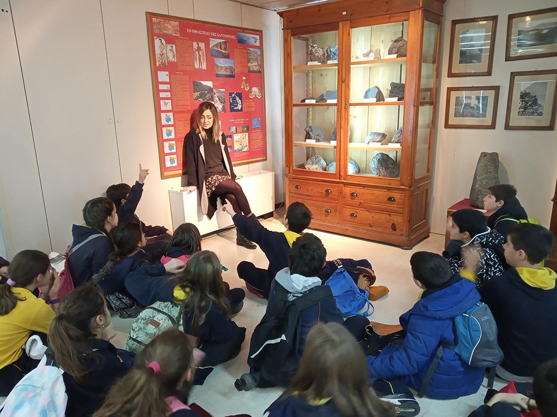 Μαθαίνουν για τα ηφαίστεια και τον ορυκτ