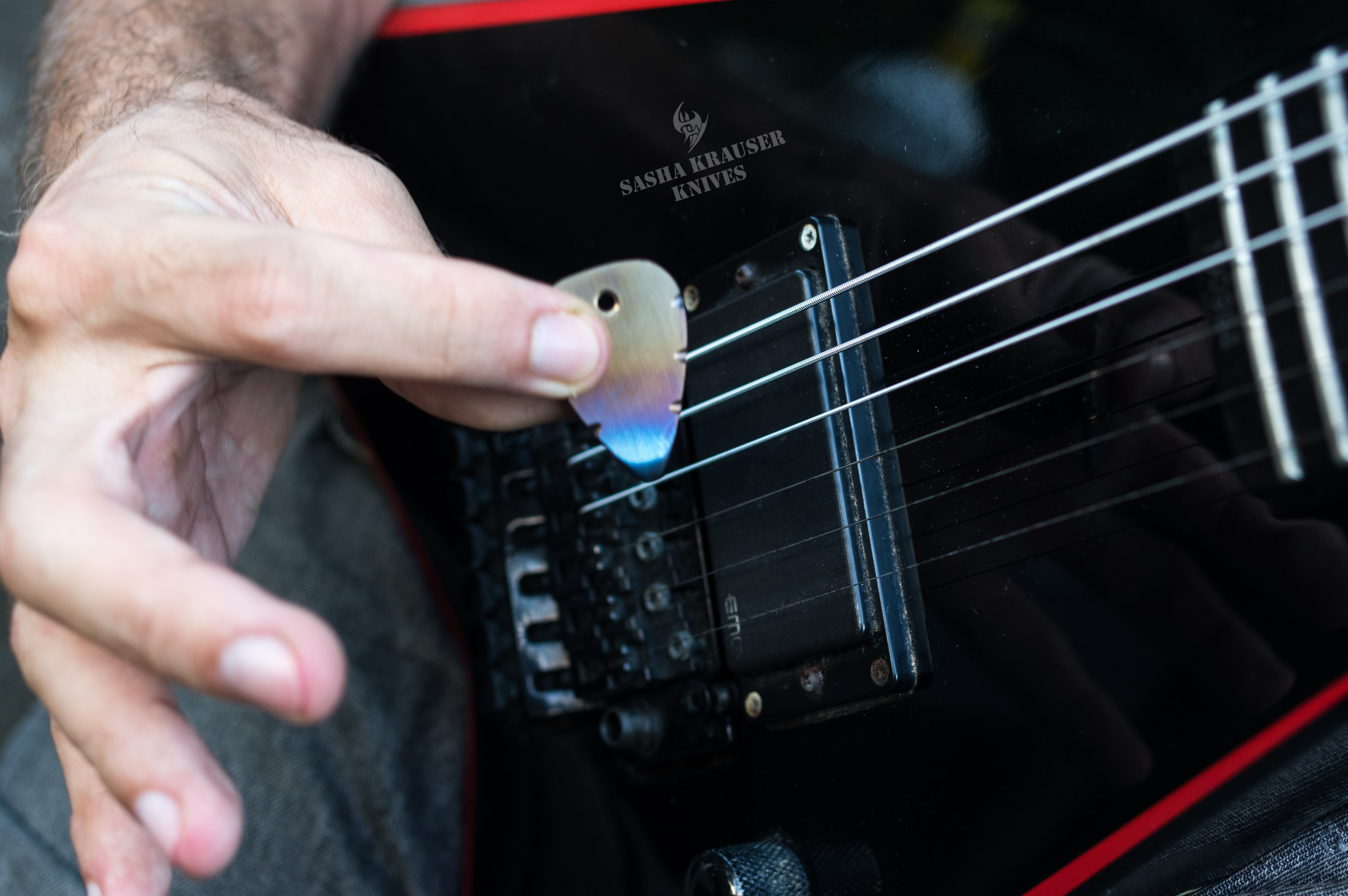 mediator guitare titane grade 5 flammé