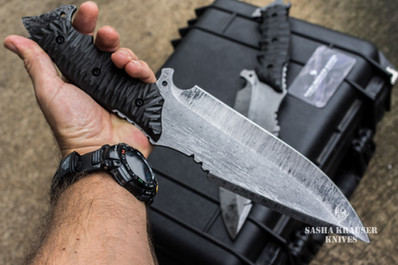big bushcraft knife with spear-point blade