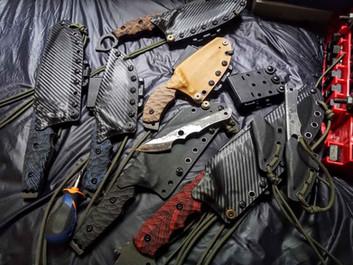Etui kydex sur différents modèles de couteaux