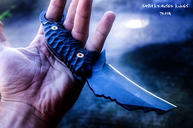 karambit combat knife with holding ring and recurve blade