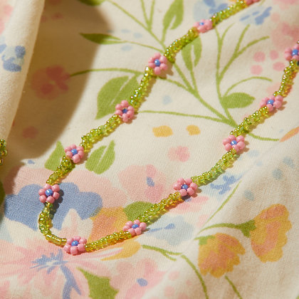 hide and seek I daisy chain necklace