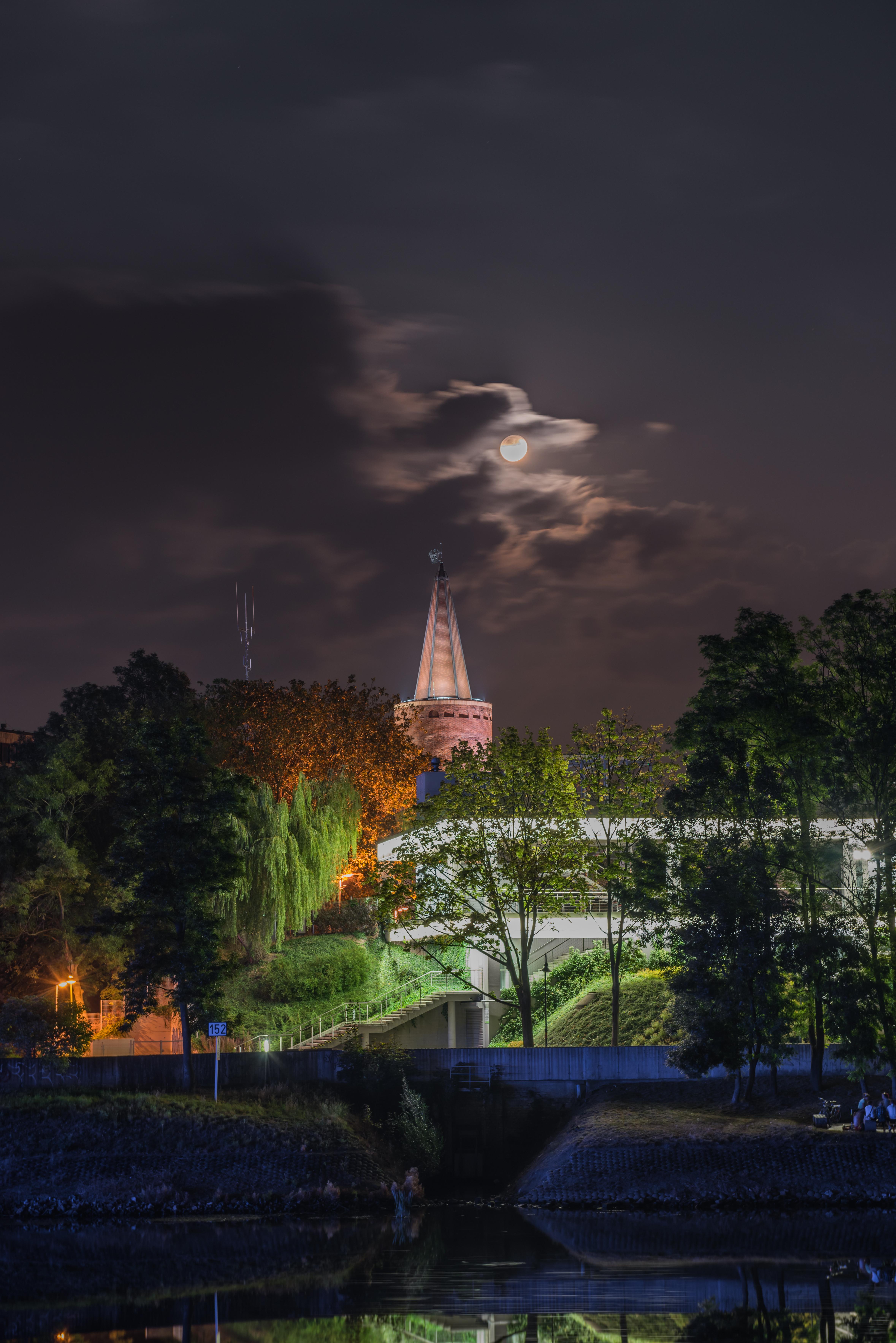 Wieża Piastowska w nocy