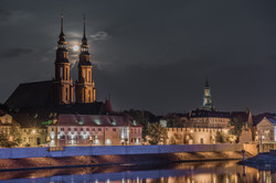 Katedra w nocy