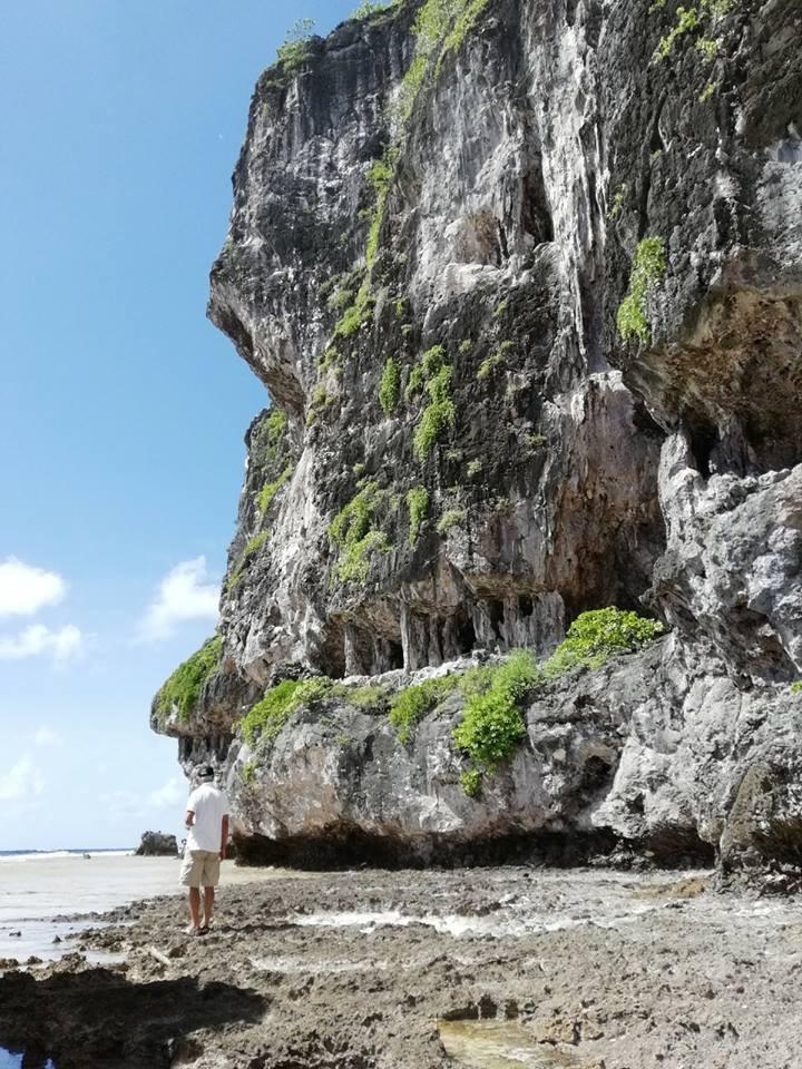 Paysage unique en Polynésie sur Makatea, croisière catamaran MAUI avec équipage Polynésie Française Tuamotu