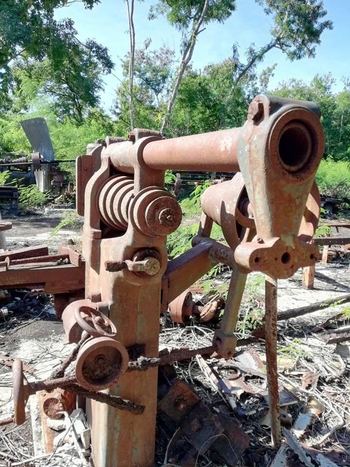 Les restes de l'exploitation de phosphate sur Makatea, croisière en catamaran dans les Tuamotu