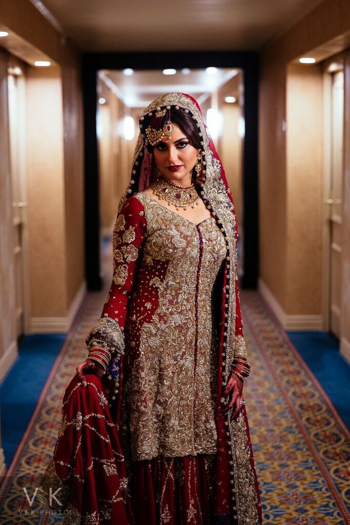 Dallas based Pakistani bride wearing a maroon lip tikka joomar and dupatta by Ms painted Lady